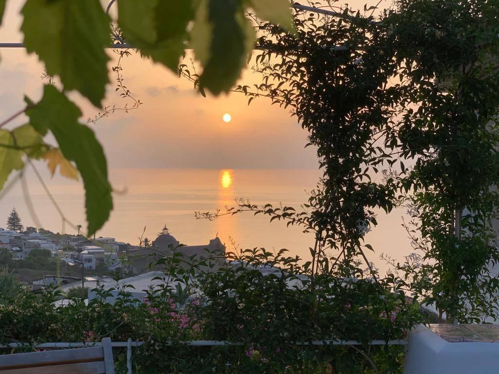 Salina- Splendida villa singola con ampi terrazzi panoramici, foto 6
