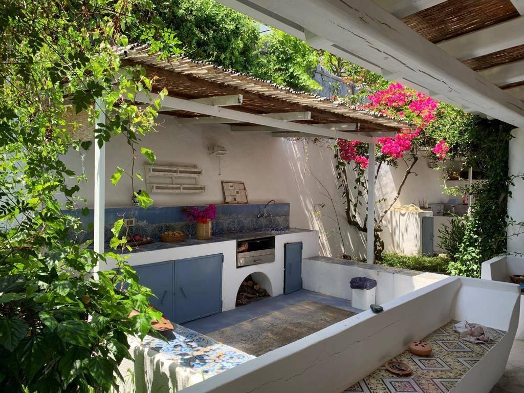 Salina- Splendida villa singola con ampi terrazzi panoramici, foto 2