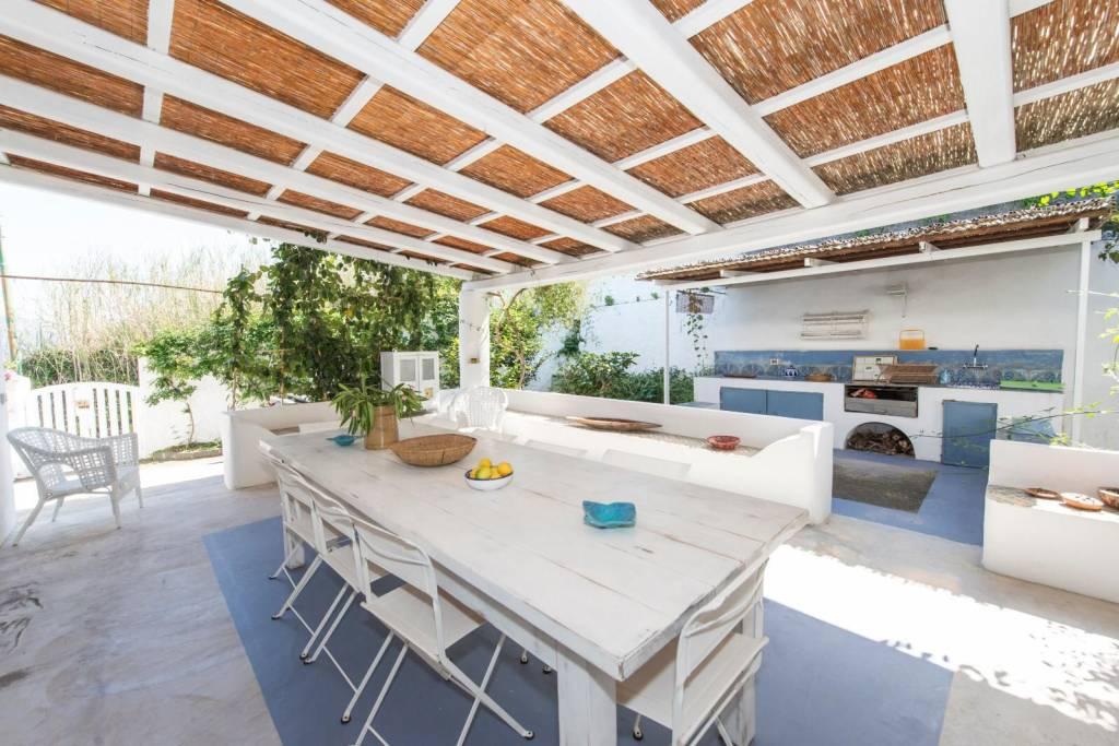 Salina- Splendida villa singola con ampi terrazzi panoramici, foto 0