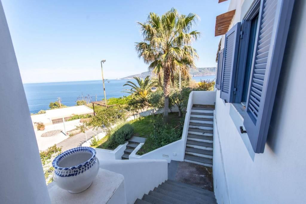 Salina- Splendida villa singola con ampi terrazzi panoramici, foto 8