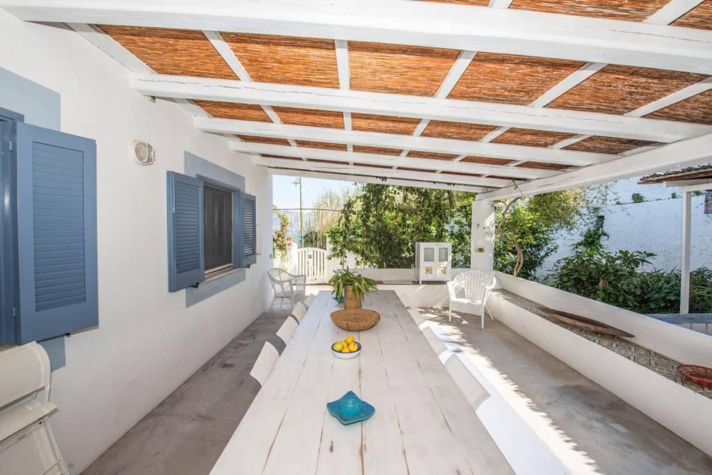 Salina- Splendida villa singola con ampi terrazzi panoramici, foto 9