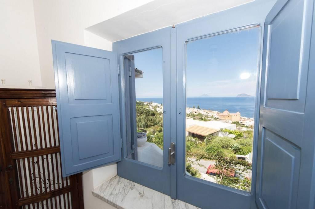 Salina- Splendida villa singola con ampi terrazzi panoramici, foto 13
