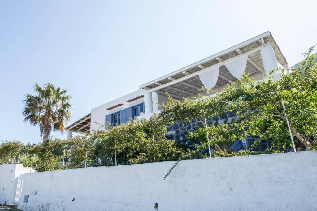 Salina- Splendida villa singola con ampi terrazzi panoramici, foto 14