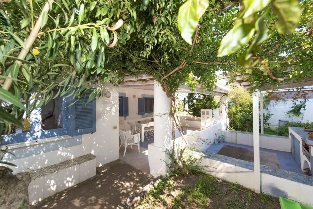 Salina- Splendida villa singola con ampi terrazzi panoramici, foto 15