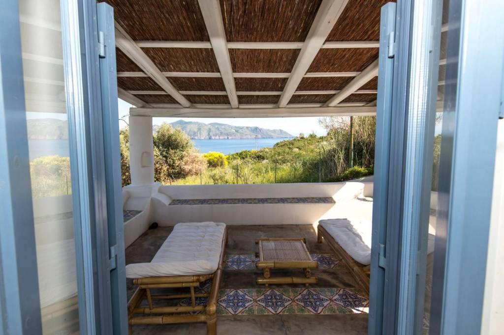 Salina- Splendida villa singola con ampi terrazzi panoramici, foto 17