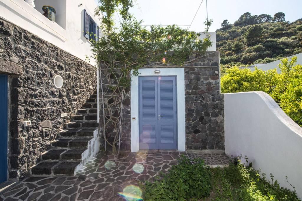Salina- Splendida villa singola con ampi terrazzi panoramici, foto 19