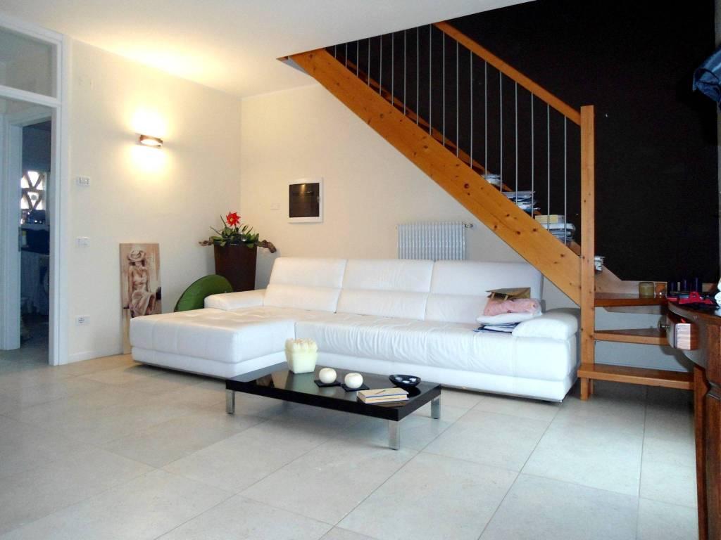 Appartamento in vendita a Tezze sul Brenta, 4 locali, prezzo € 125.000 | CambioCasa.it