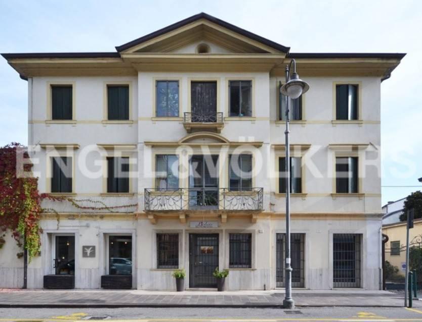 Appartamento in buone condizioni parzialmente arredato in vendita Rif. 8627880