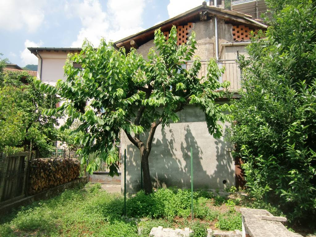 Soluzione Indipendente in vendita a Caslino d'Erba, 6 locali, prezzo € 48.000 | PortaleAgenzieImmobiliari.it