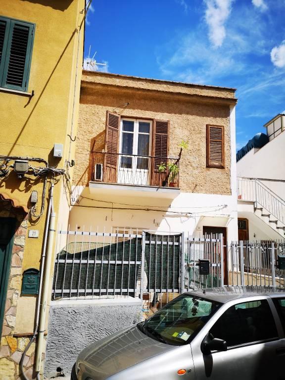 Appartamento in Vendita a Palermo Semicentro Nord: 2 locali, 64 mq