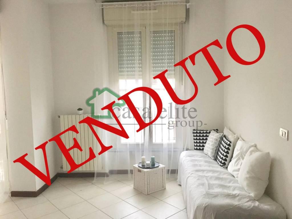 Appartamento in buone condizioni in vendita Rif. 9211468