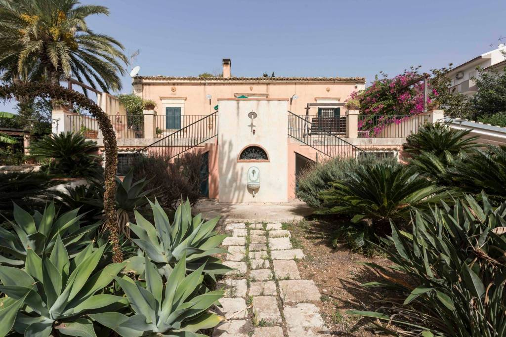 Villa in ottime condizioni arredato in vendita Rif. 8758318