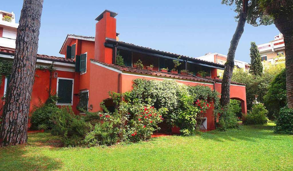 Villa in Vendita a Carrara