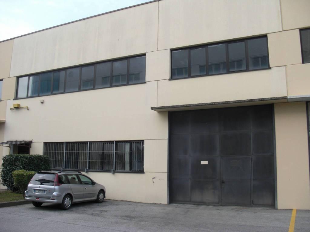 Capannone in affitto a Beinasco, 6 locali, prezzo € 2.500 | PortaleAgenzieImmobiliari.it