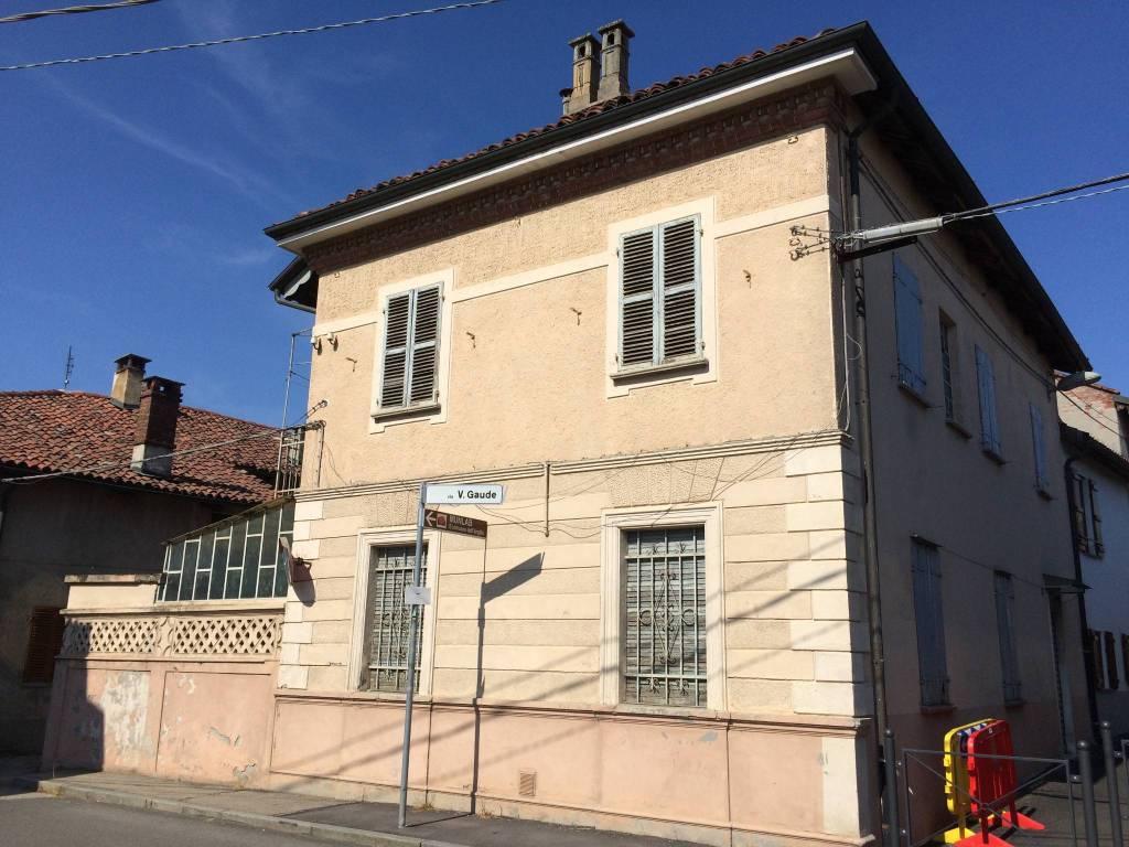 Villa in vendita a Cambiano, 13 locali, prezzo € 85.000 | PortaleAgenzieImmobiliari.it