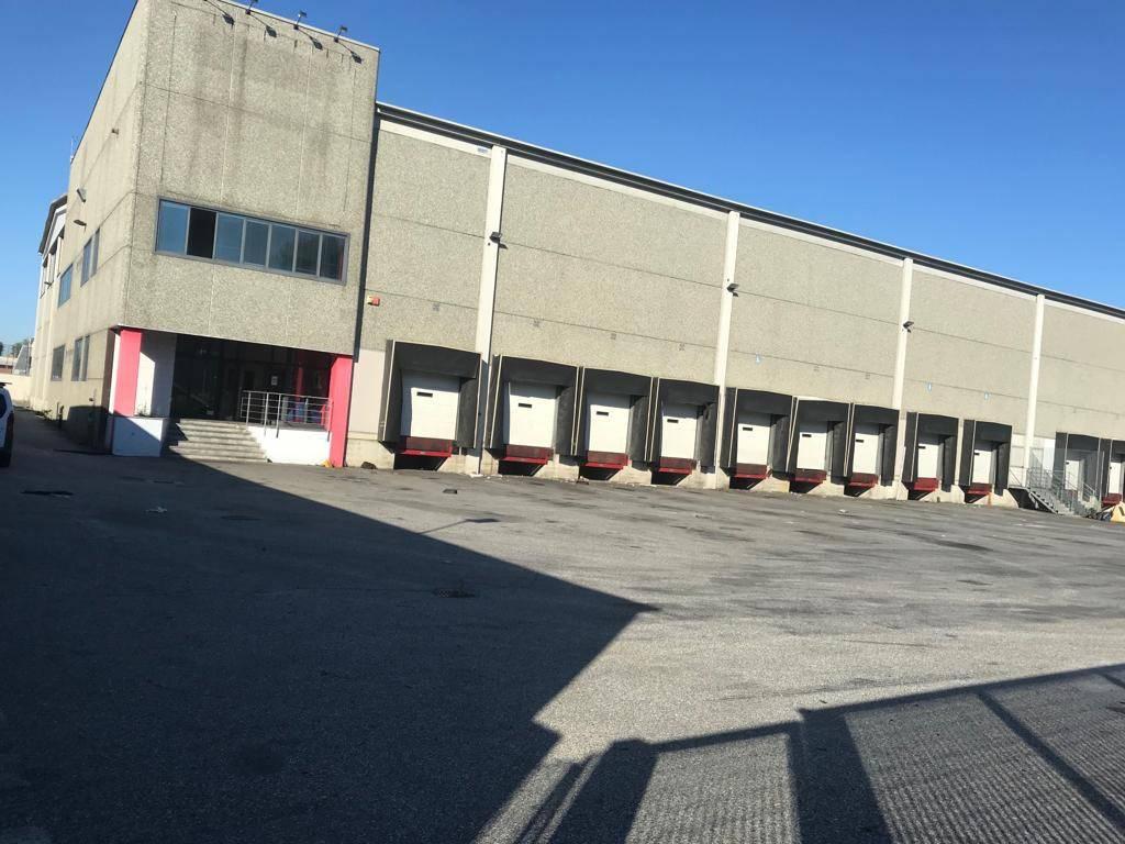 Magazzino in affitto a Settimo Torinese, 6 locali, Trattative riservate | PortaleAgenzieImmobiliari.it