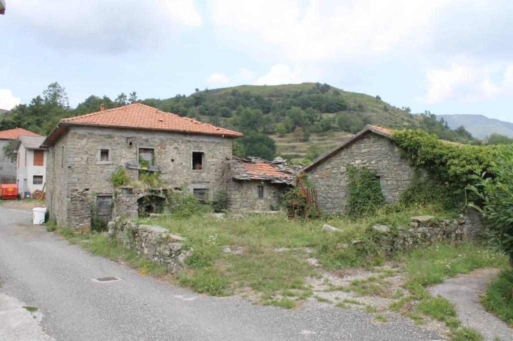 Rustico / Casale in vendita a Zeri, 11 locali, prezzo € 30.000 | PortaleAgenzieImmobiliari.it