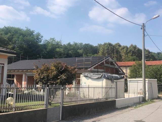 Villa lurate caccivio vendita 209 mq for Cabina con avvolgente portico