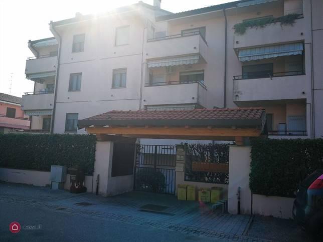 Appartamento in buone condizioni in vendita Rif. 9174892