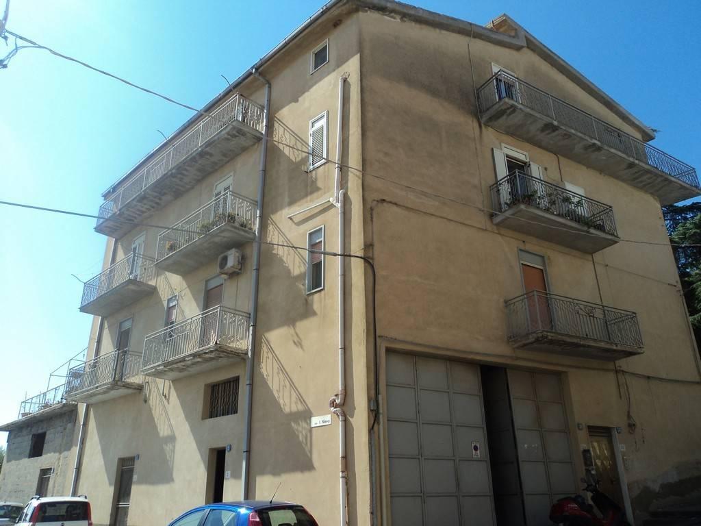 Appartamento in buone condizioni parzialmente arredato in vendita Rif. 8214362