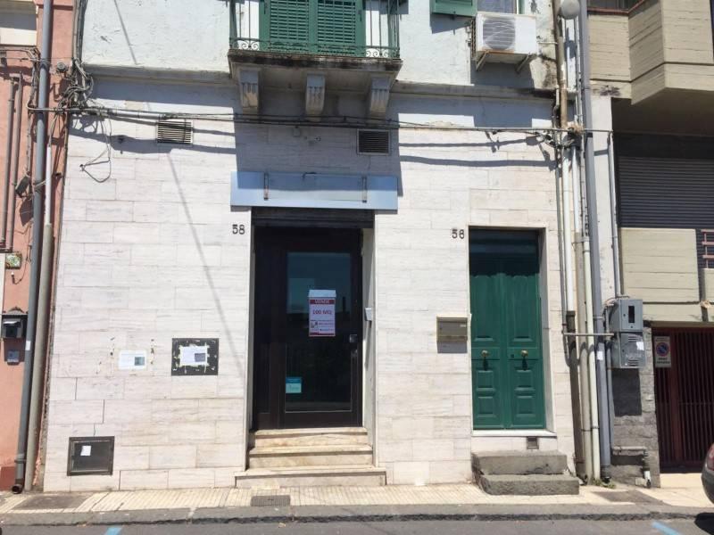 Negozio-locale in Vendita a Aci Castello: 2 locali, 100 mq