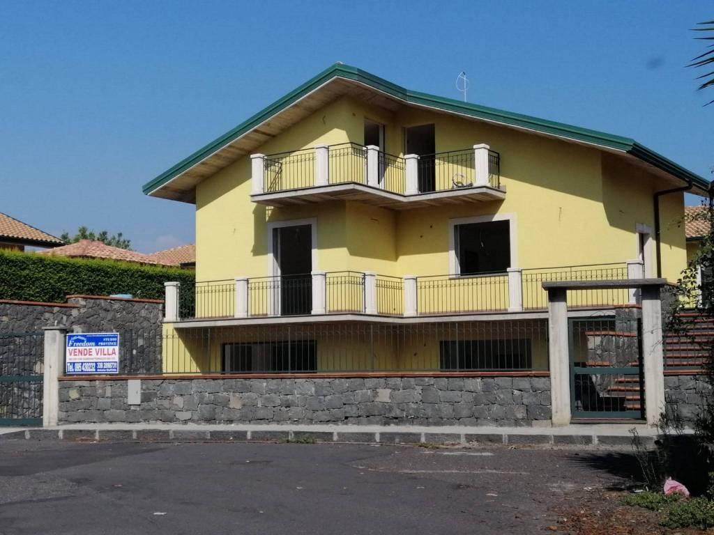 Villa in Vendita a Aci Sant'Antonio Centro: 5 locali, 240 mq