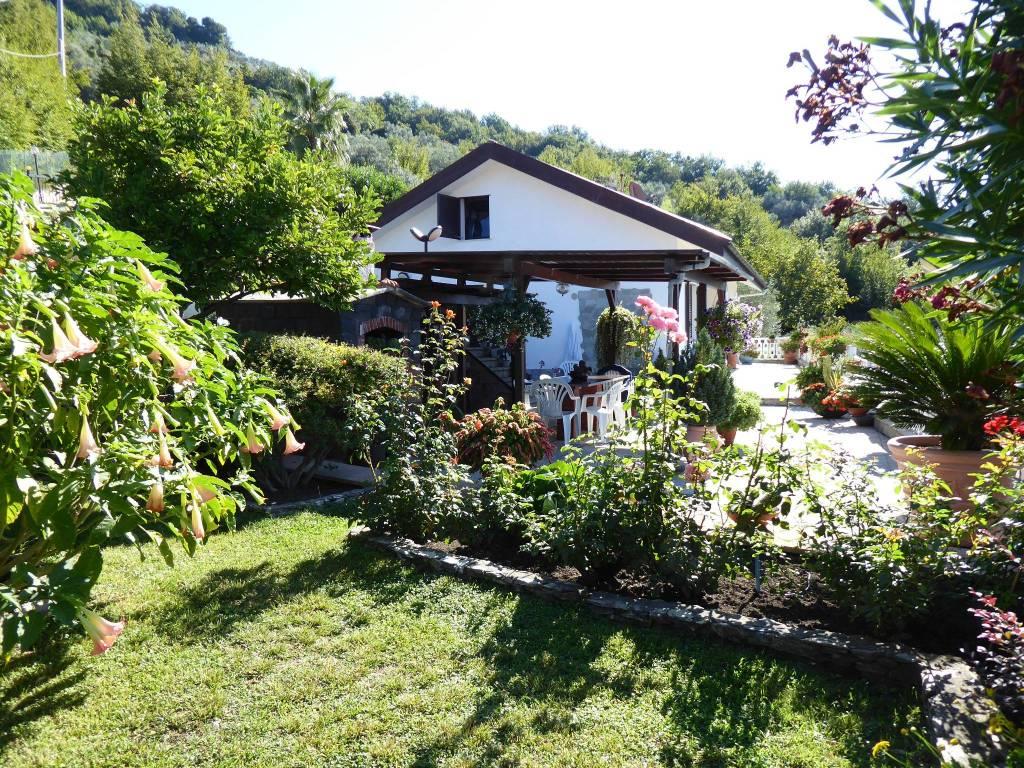 Foto 1 di Villa via Pian dei Mulini 8, frazione Testana Chiesa, Avegno
