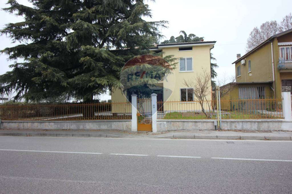 Appartamento in vendita a Vicenza, 8 locali, prezzo € 299.000 | CambioCasa.it