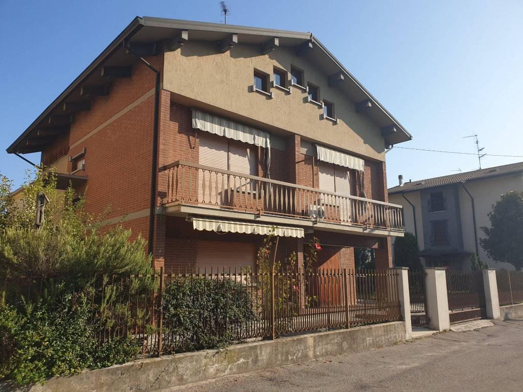 Villa in vendita a Fidenza, 7 locali, prezzo € 290.000 | CambioCasa.it