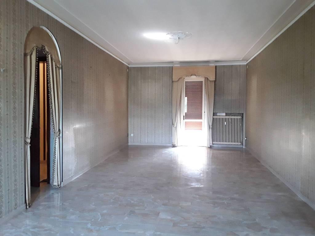Appartamento in buone condizioni in vendita Rif. 7435336