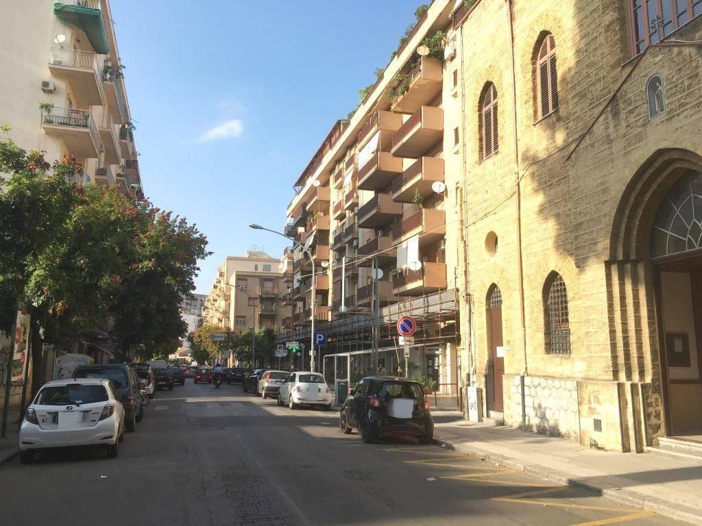 Ufficio-studio in Affitto a Palermo Centro: 2 locali, 66 mq