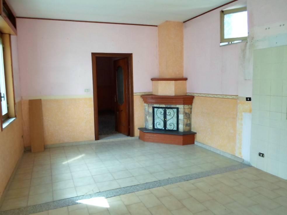 Appartamento in vendita a Cicciano, 3 locali, prezzo € 70.000 | PortaleAgenzieImmobiliari.it
