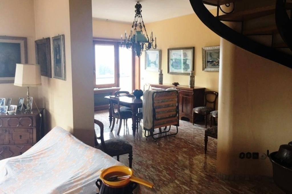 Attico / Mansarda in vendita a Frosinone, 10 locali, prezzo € 500.000 | PortaleAgenzieImmobiliari.it