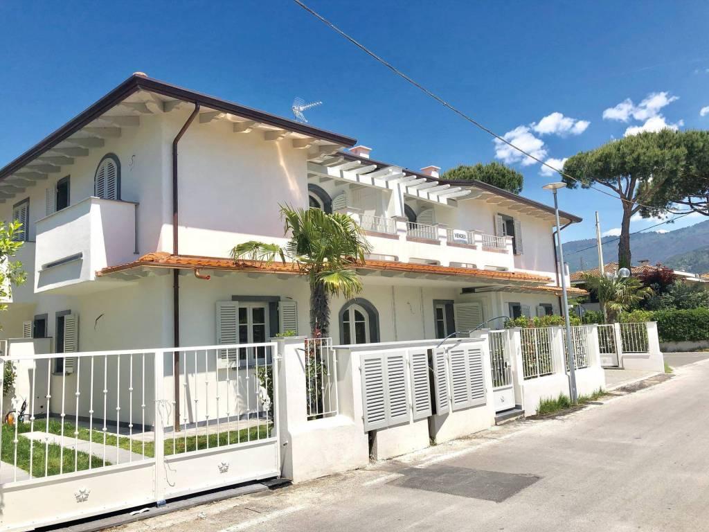 Appartamento in vendita a Montignoso, 4 locali, Trattative riservate | PortaleAgenzieImmobiliari.it