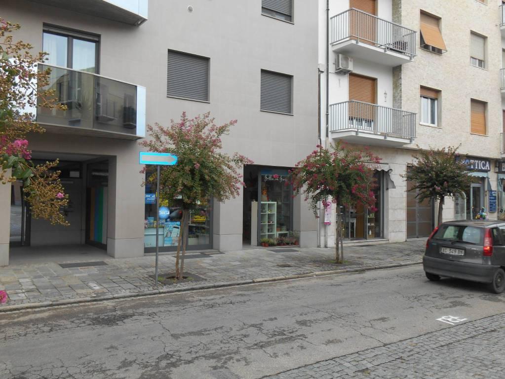 Negozio / Locale in vendita a Alba, 1 locali, prezzo € 180.000 | CambioCasa.it