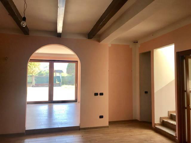 Villa in Vendita a Galliate