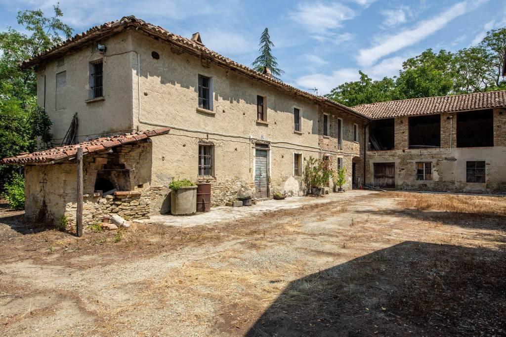Rustico / Casale in vendita a Cassinasco, 30 locali, prezzo € 280.000 | PortaleAgenzieImmobiliari.it