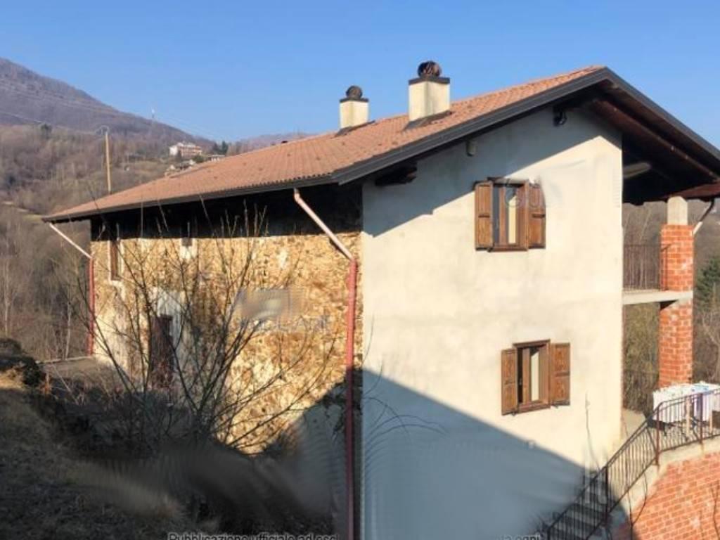 Rustico / Casale in vendita a Chiesanuova, 11 locali, prezzo € 80.000   CambioCasa.it
