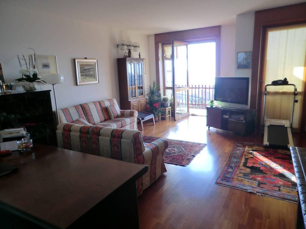 Appartamento in vendita a Brunate, 4 locali, prezzo € 220.000 | PortaleAgenzieImmobiliari.it