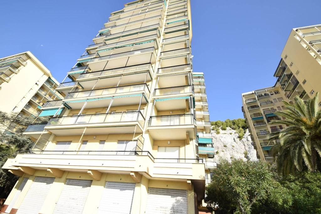 Appartamento in vendita a Spotorno, 2 locali, prezzo € 298.000 | CambioCasa.it