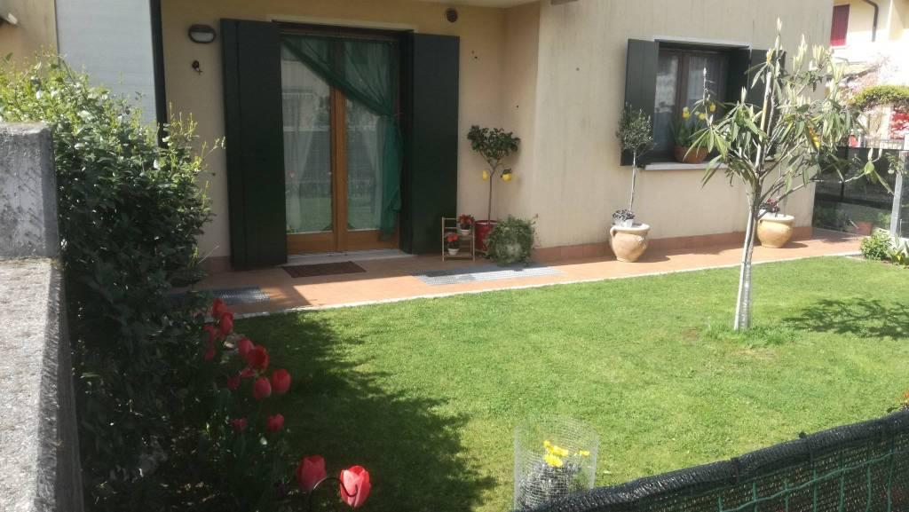 Appartamento in buone condizioni arredato in vendita Rif. 8972881