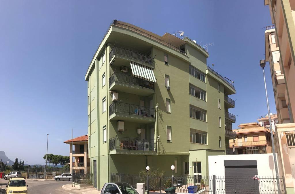Appartamento in buone condizioni in vendita Rif. 9176396