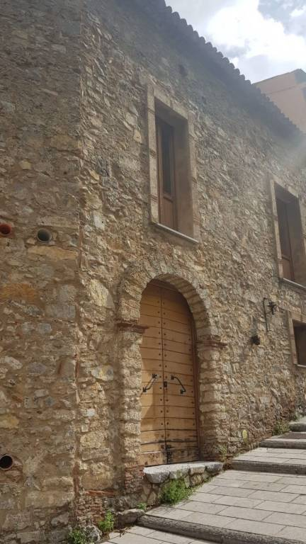 Soluzione Indipendente in vendita a Trecchina, 7 locali, prezzo € 165.000 | PortaleAgenzieImmobiliari.it