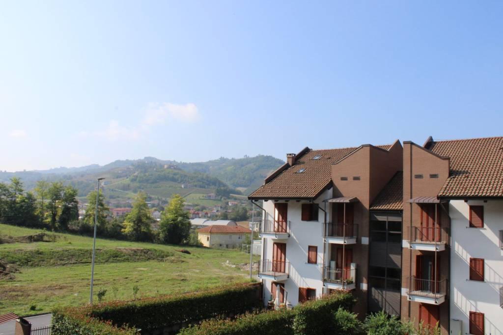 Foto 1 di Appartamento strada Occhetti 27, Alba