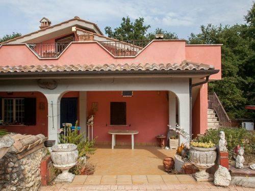 Foto 1 di Villa Località Grottaglie, frazione Passo Corese, Fara In Sabina