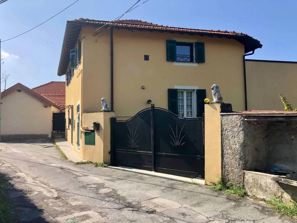 Foto 1 di Attico / Mansarda via Madonna delle Vigne 16, Genova (zona Pontedecimo)