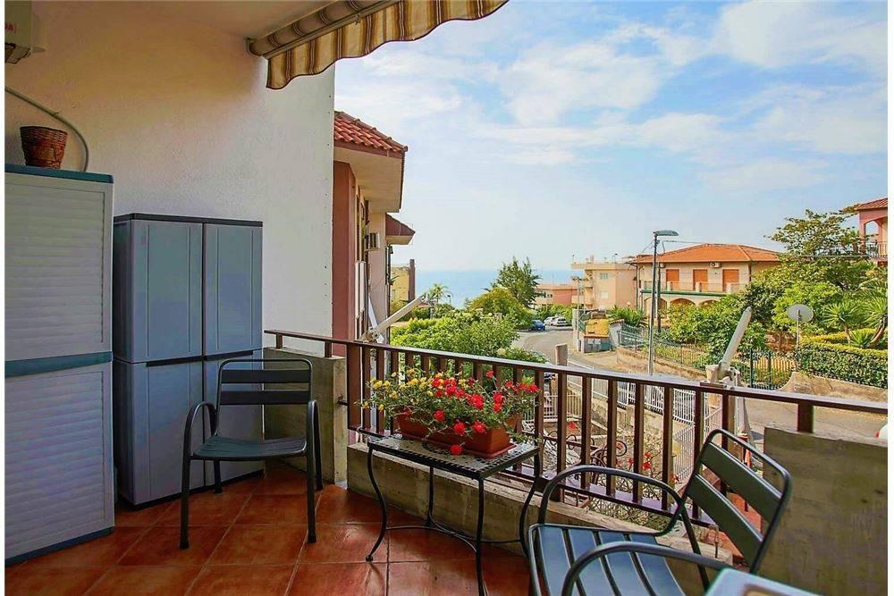 Appartamento in vendita via Litteri Aci Castello