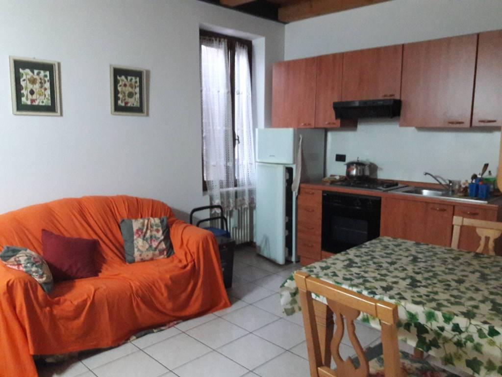 Appartamento in affitto a Volta Mantovana, 2 locali, prezzo € 350 | CambioCasa.it