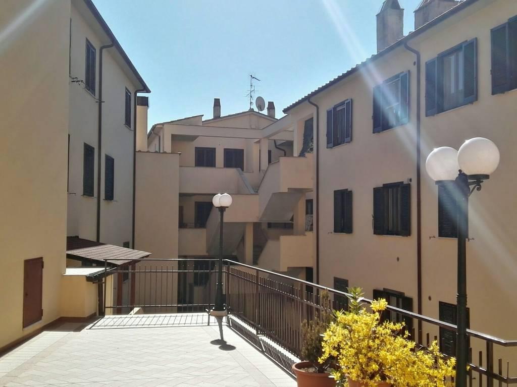 Appartamento in buone condizioni in vendita Rif. 9153332