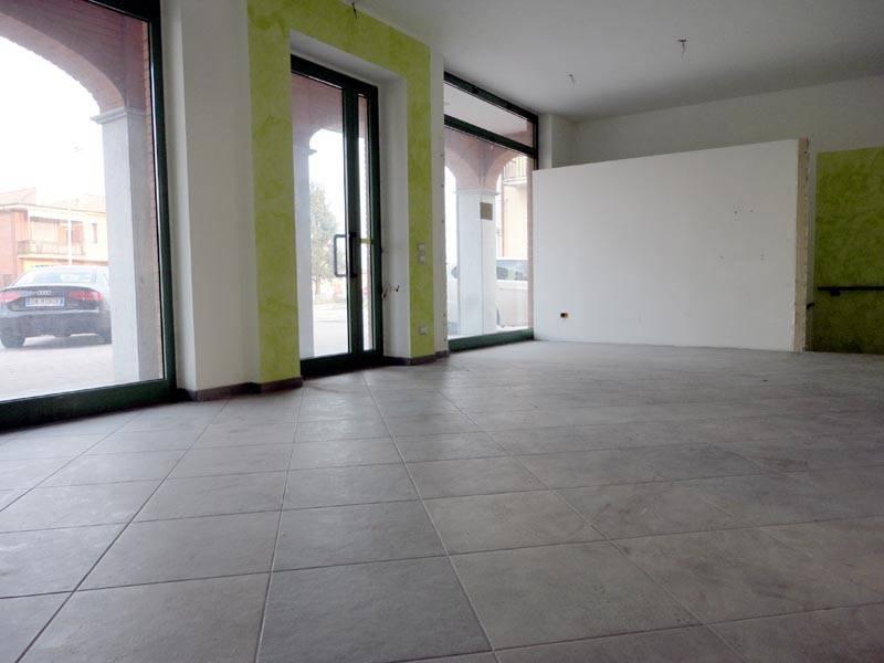Negozio / Locale in affitto a Alba, 2 locali, prezzo € 800 | PortaleAgenzieImmobiliari.it